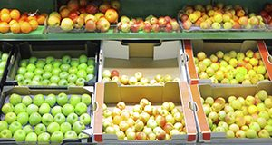 Apples display at a grocery